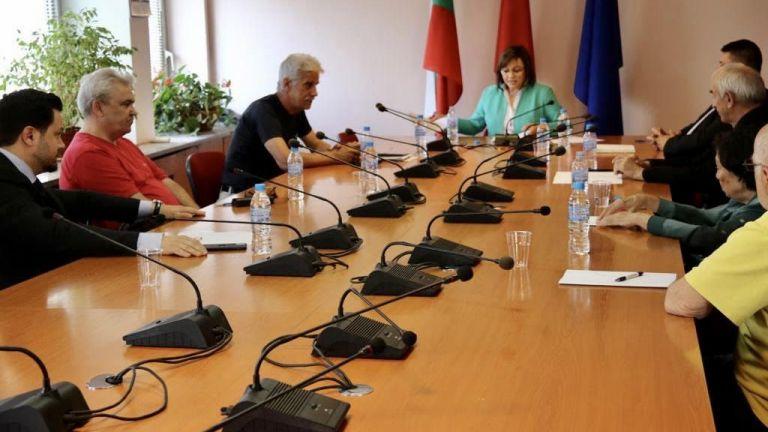Председателят на БСП Корнелия Нинова подписа споразумение за обединение с