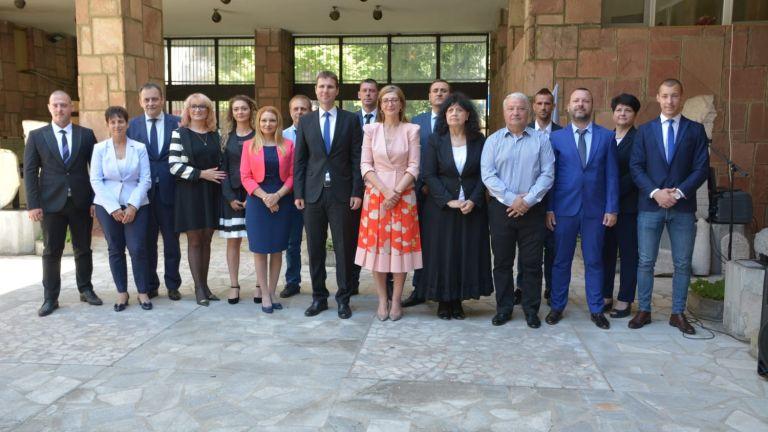 Коалиция ГЕРБ-СДС откри предизборната си кампания с официално представяне на