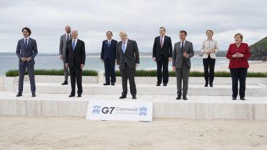 Срещата на върха на Г-7 започна с обща фотография на лидерите на плажа (снимки)