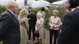 Семейство Байдън нарушило кралския протокол във Великобритания