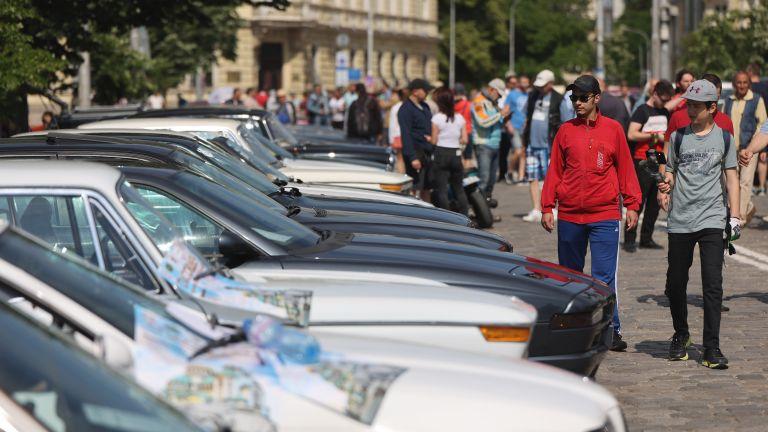 Ретро автомобили от цялата страна се включиха в ретро парад