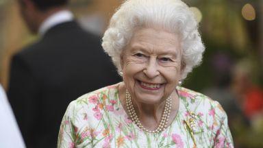 Елизабет Втора чества официално рождения си ден без обичайната пищност (галерия)