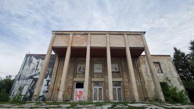Домът със забравения стенопис - урбекс история за минало, настояще и бъдеще (снимки)
