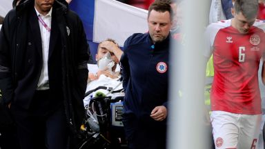 Кошмар на терена на Евро 2020: Кристиан Ериксен припадна, но се върна в съзнание