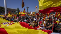 Хиляди протестираха в Мадрид срещу амнистиране на каталунски лидери (видео)