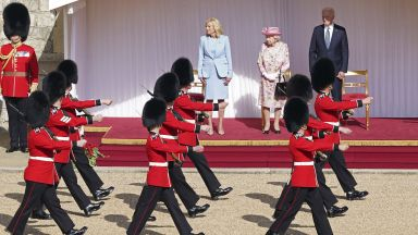 Семейство Байдън на чай с кралицата в Уиндзор (снимки и видео)
