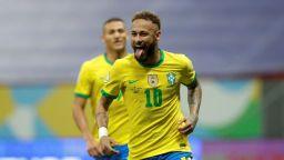 Бразилия се позабавлява на старта, а Неймар гледа към рекорд на Пеле (Видео)