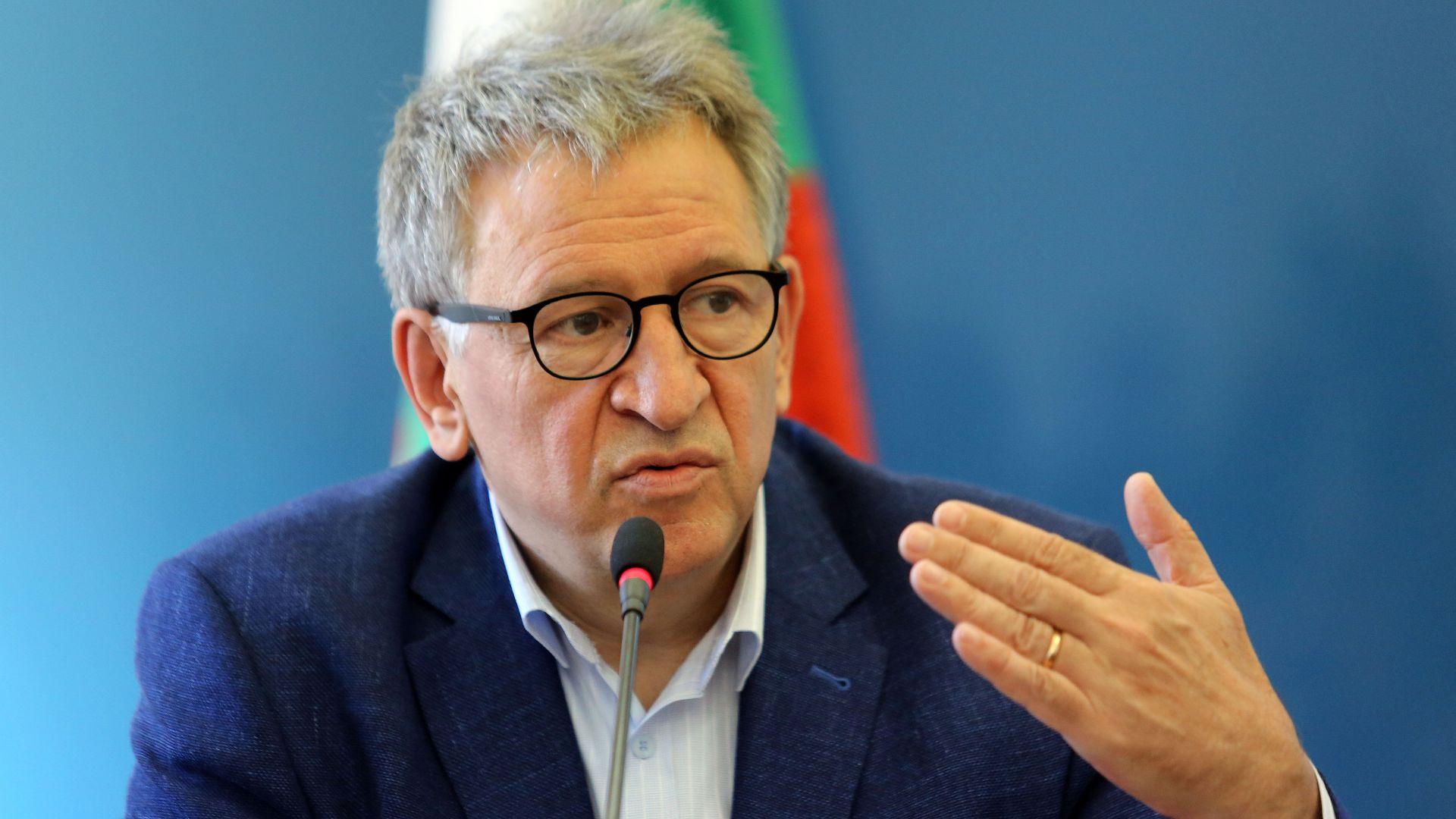 Кацаров предупреди за нов пик още лятото, късна била реакцията за индийския вариант