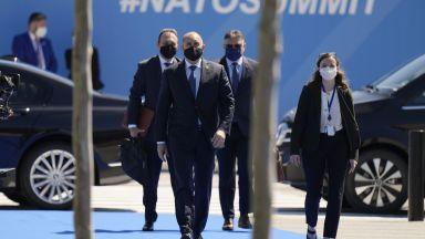Радев: На срещата на НАТО ще обсъдим проекти за развитието на отбранителната ни индустрия