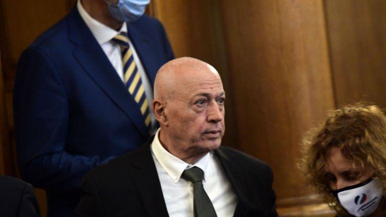 Режисьорът Максим Генчев напуска
