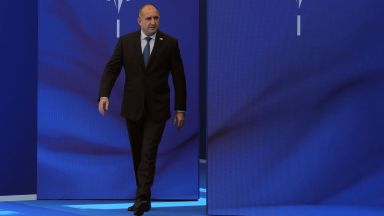 Президентът с първи коментар за видеото със секретаря си Пламен Узунов