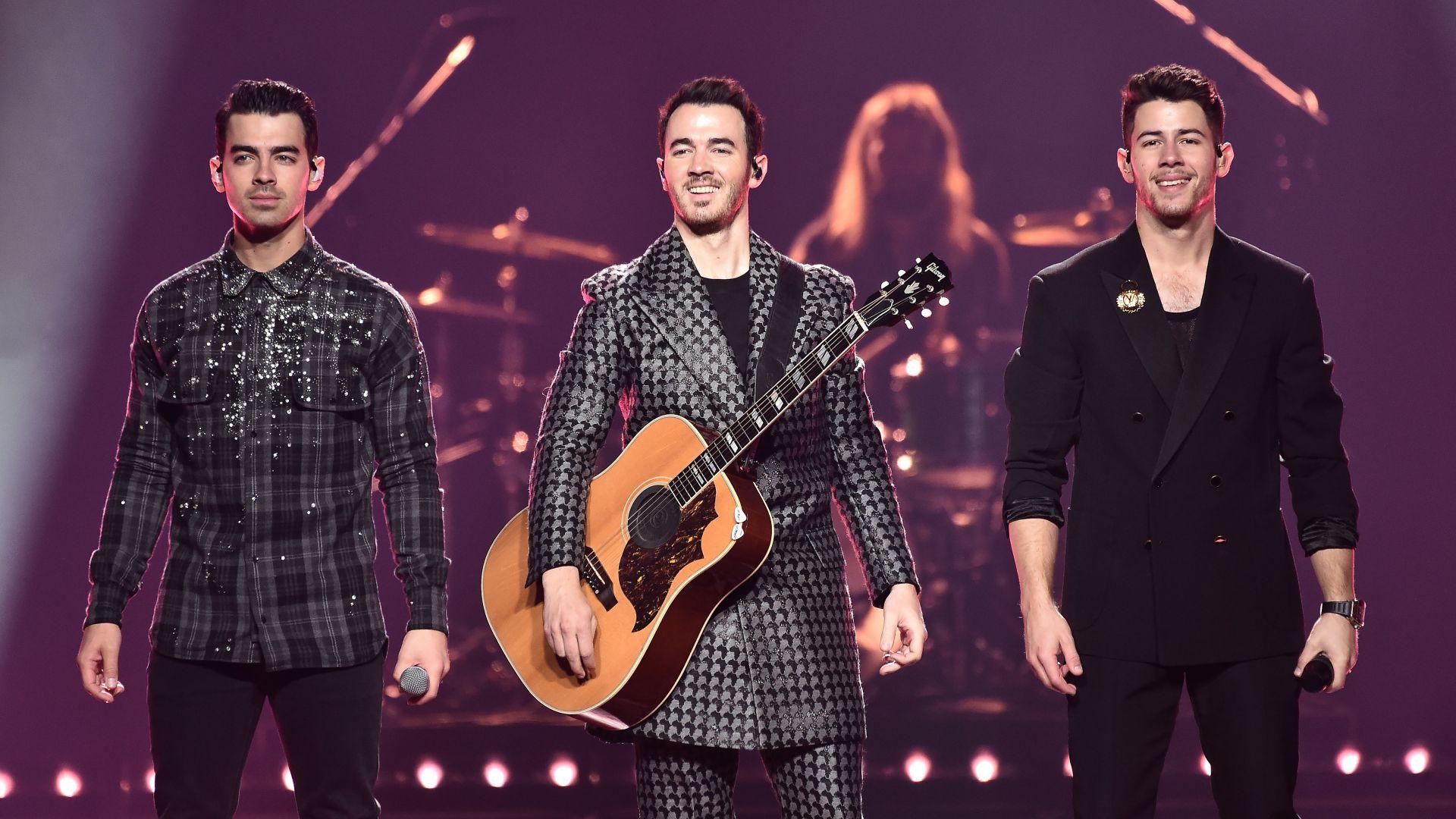 Jonas Brothers издават мемоари
