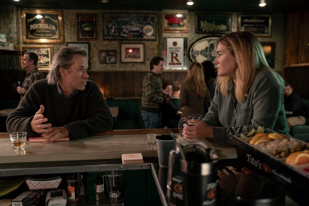 Мер среща писател в бар