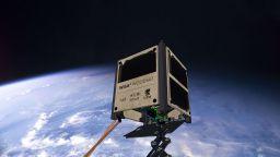 Изстрелват първия дървен сателит тази година
