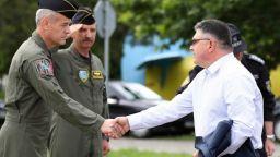 Военният министър увери колегите на загиналия пилот, че МиГ-29 няма да бъдат приземени