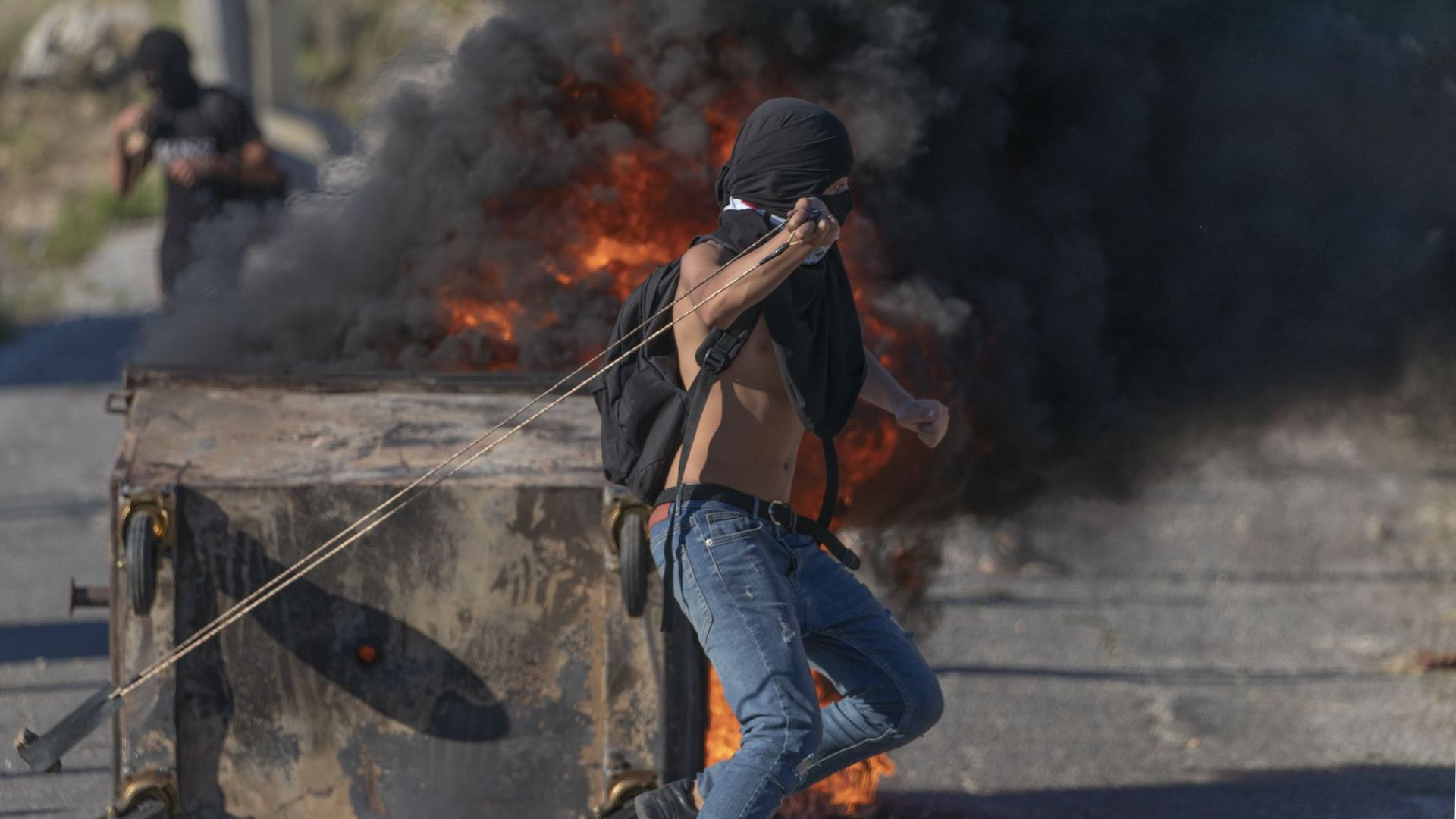 Израел удари Газа в отговор на изстреляни запалителни балони