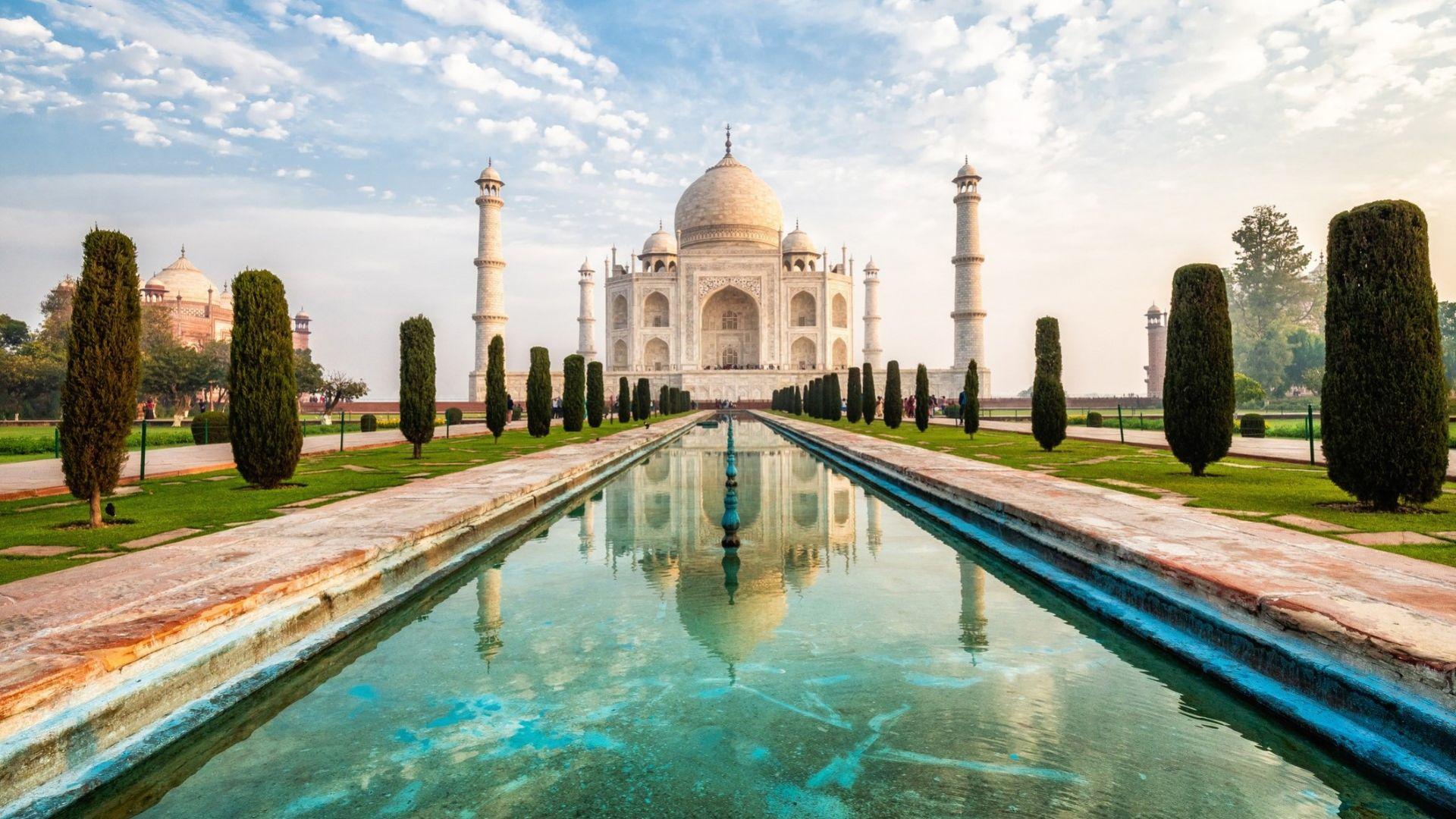 Тадж Махал отново отвори врати за туристите