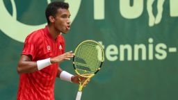 Световният №21 сломи надеждите на Федерер за първа титла от 20 месеца