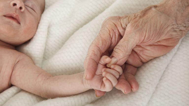 Пенсионерка в Шотландия стана пра- пра- прабаба. Така в семейството