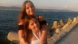 13-годишната Деси може да спаси болната си от рак сестра, но трябват средства