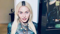 """Феновете на Мадона изтръпнаха, питат защо главата й е """"триъгълна"""""""