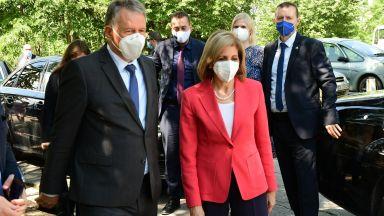 Здравният еврокомисар подкрепя въвеждането на зелен сертификат в България