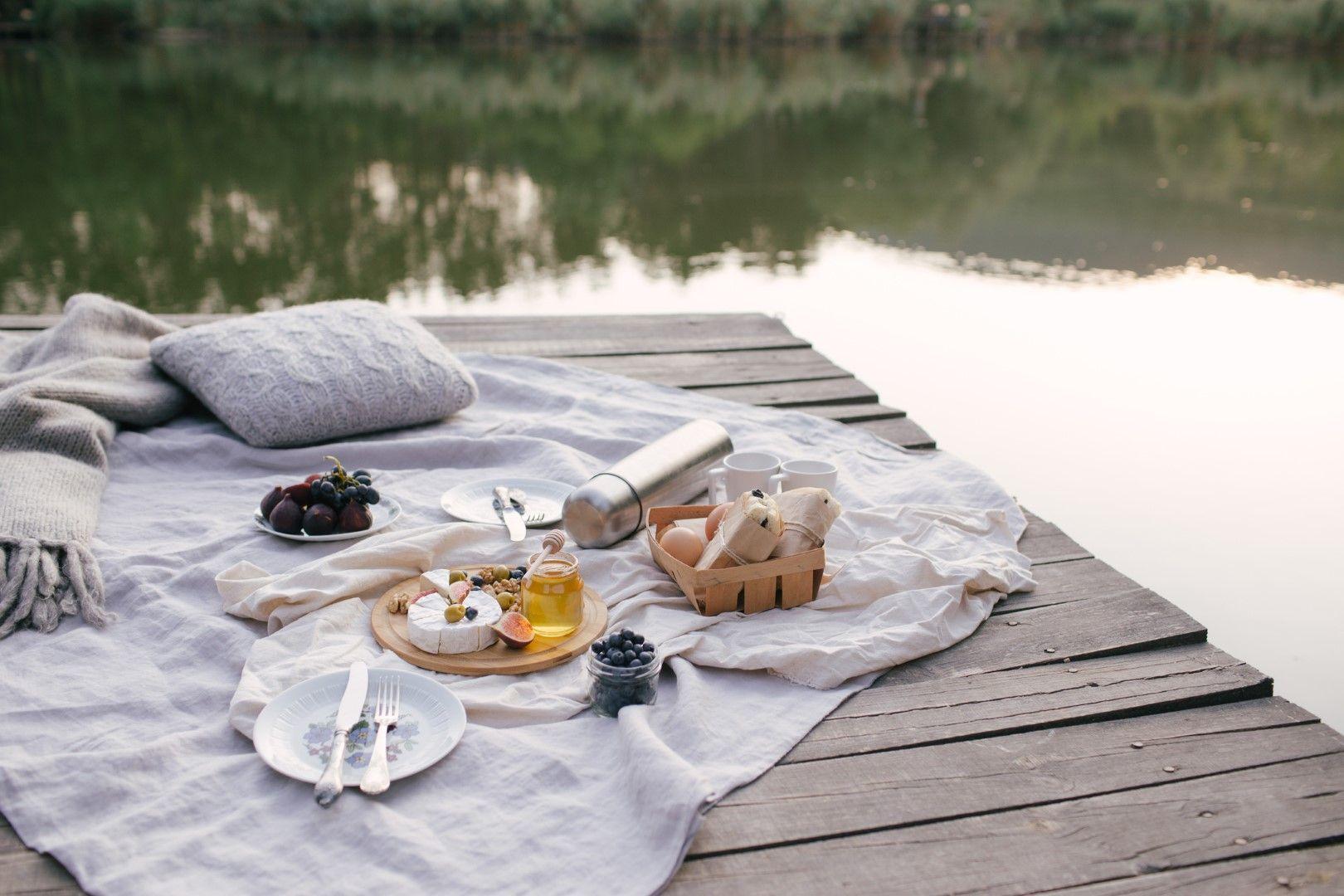 Пикник край езерото