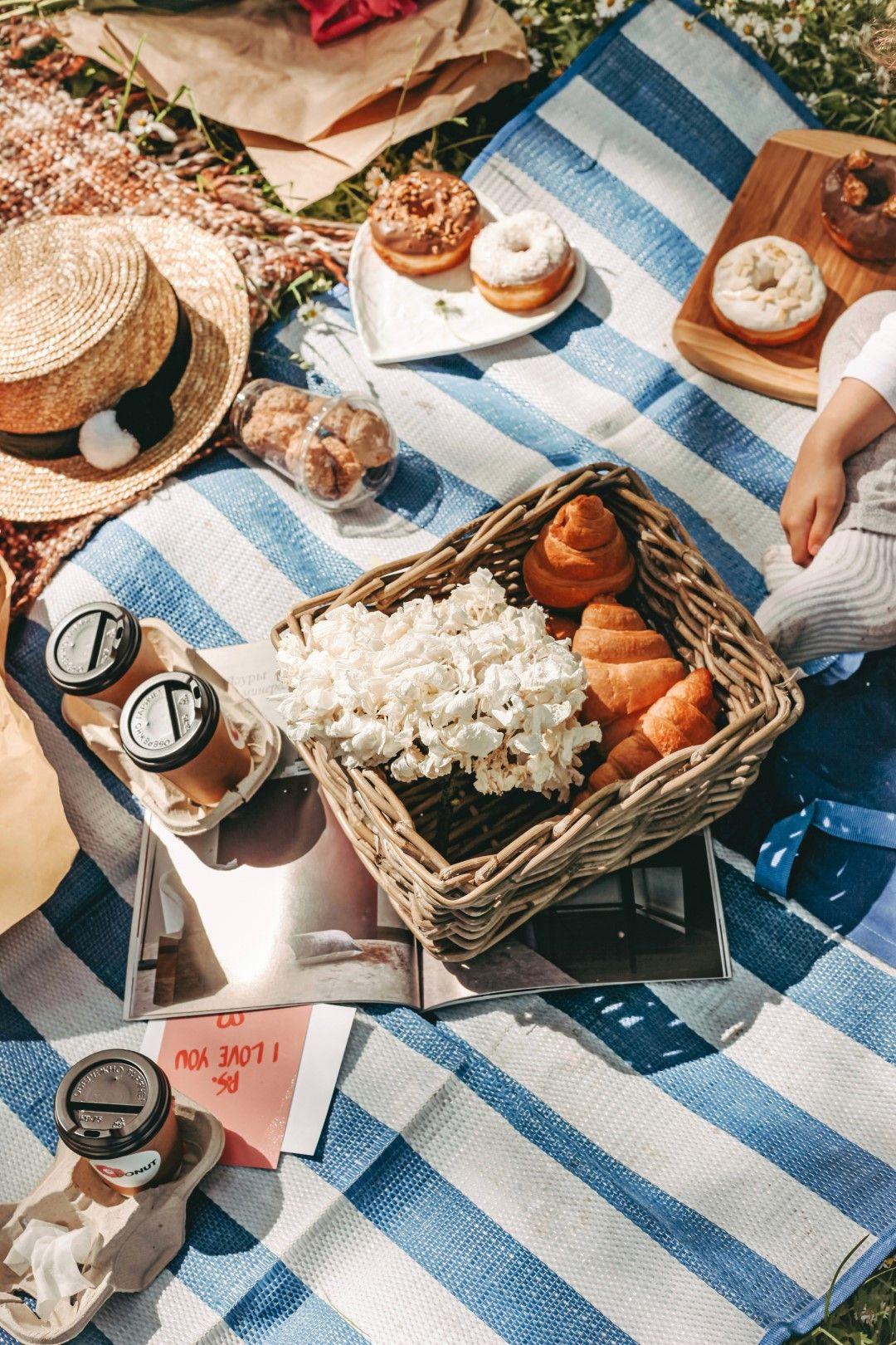 Пикник с кафе и закуски от пекарната