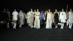 Древногръцките традиции срещнат модерността: Dior представи новата си круизна колекция