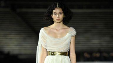 Български топмодел дефилира на ревюто на Dior
