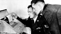 """Митовете за """"червения телефон"""" между Москва и Вашингтон, пуснат през Студената война"""