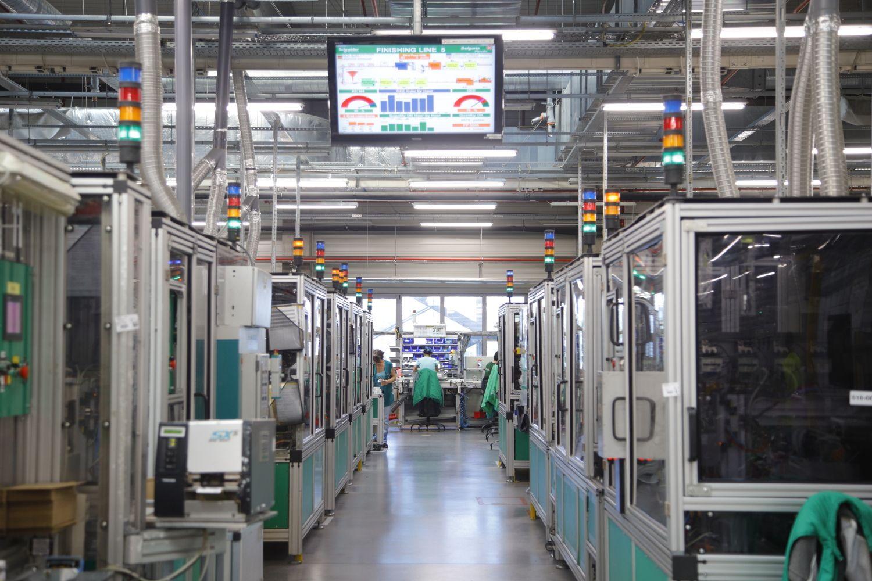 Умната фабрика на Schneider