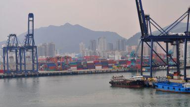Блокирано пристанище в Китай забавя и оскъпява световната търговия