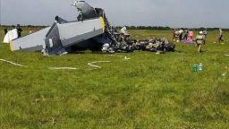 Двумоторен самолет се разби в Русия, има най-малко 9 жертви (снимки/видео)