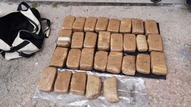Голямо количество хероин са иззели кюстендилски полицаи и служители на