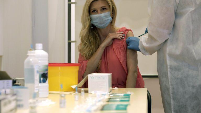 Обещаха по 3 дни допълнителен отпуск на педагозите в София, решили да се ваксинират