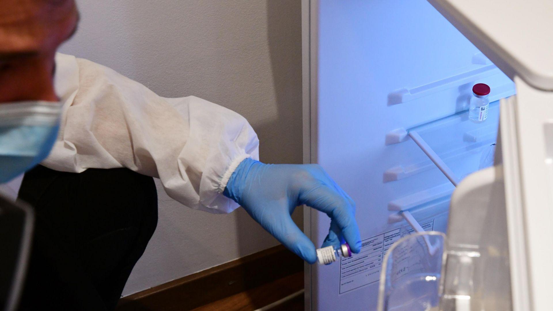 """Европейската агенция по лекарствата решава за трета доза от ваксината на """"Пфайзер"""""""