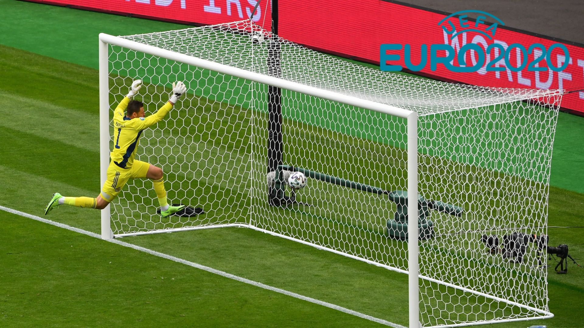 Ситуацията на Евро 2020: Един отпаднал, три на осминафинал и 20 в люта битка