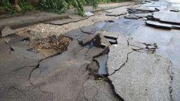 Порой и ураганен вятър изровиха и наводниха улици в Лом (снимки)