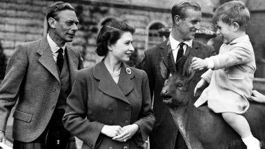 Кралица Елизабет Втора отбеляза Деня на бащата със семейна снимка
