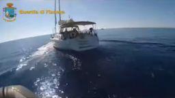 Арестуваха българи с 6 тона хашиш на яхта до Палермо (видео)