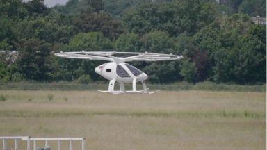 Показаха ултрамодерно летящо такси в Париж, искат да го ползват за Олимпиадата през 2024 г.