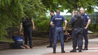 Мъжът, наръгал с нож младеж в тролея, се заканил да го убие