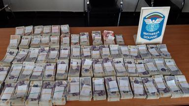 """Хванаха недекларирана валута за 2 млн. лв. в турски тир на """"Капитан Андреево"""""""