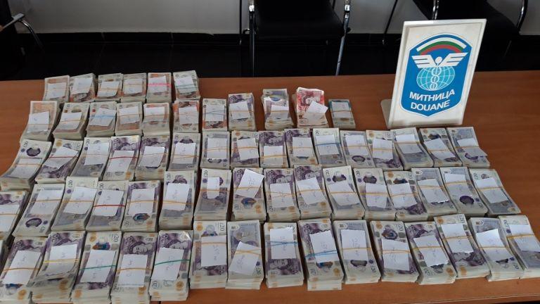 Недекларирани британски лири и евро на стойност близо 2 млн.