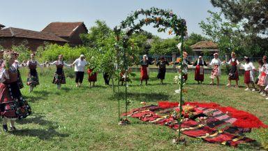 Еньовденски обичаи оживяха отново в село Войводово (снимки)