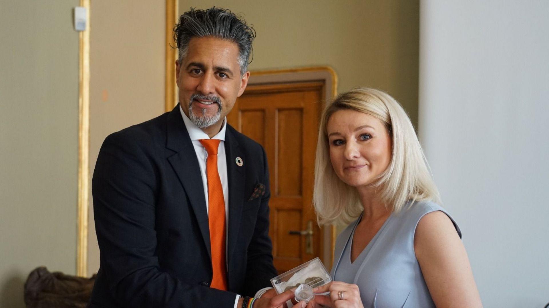 На официална церемония в Историческия музей на Осло посланик Шатилова благодари на министър Раджа