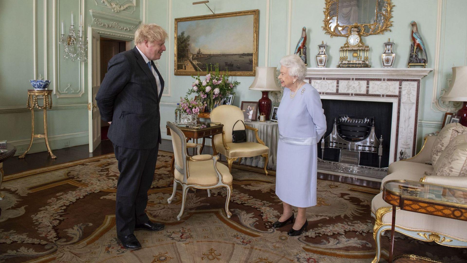 Борис Джонсън с първа присъствена аудиенция при кралицата