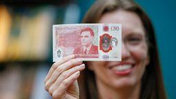 Великобритания пусна нова банкнота от 50 паунда