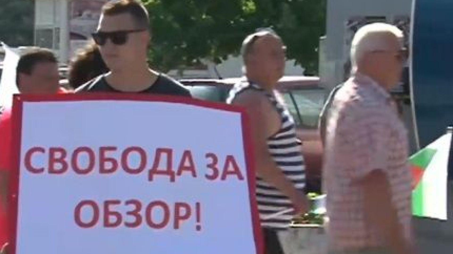 Протестиращи от Обзор блокираха пътя Варна-Бургас заради забавяне на указа за новата община